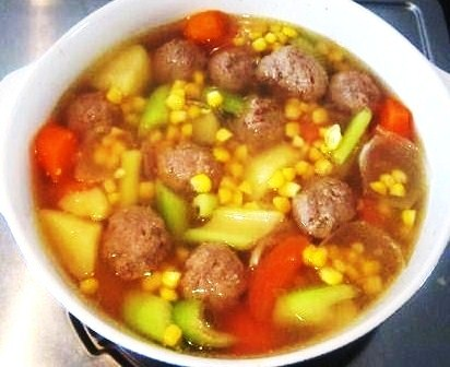 Beef Balls Soup with Mixed Vegetables.